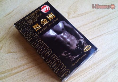 упаковка с черными презервативами