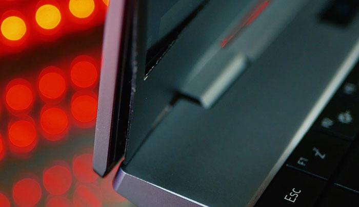 отклеивается рамка экрана ноутбук