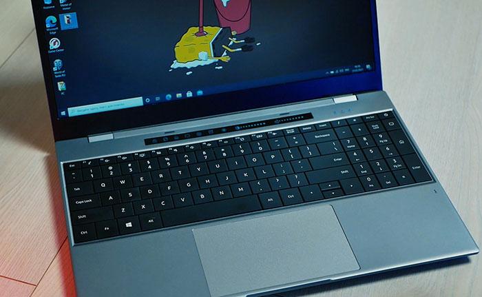 клавиатура и тачбар