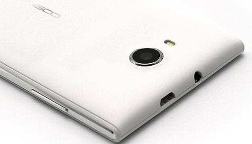 камера смартфона в белом цвете