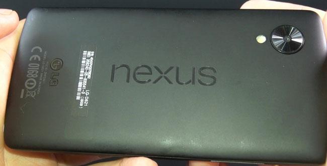 распаковка восстановленного Nexus 5 с Aliexpress